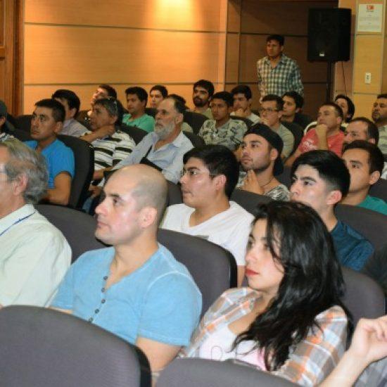 Experto dictó charla sobre energías renovables para estudiantes de la carrera de Construcción Civil