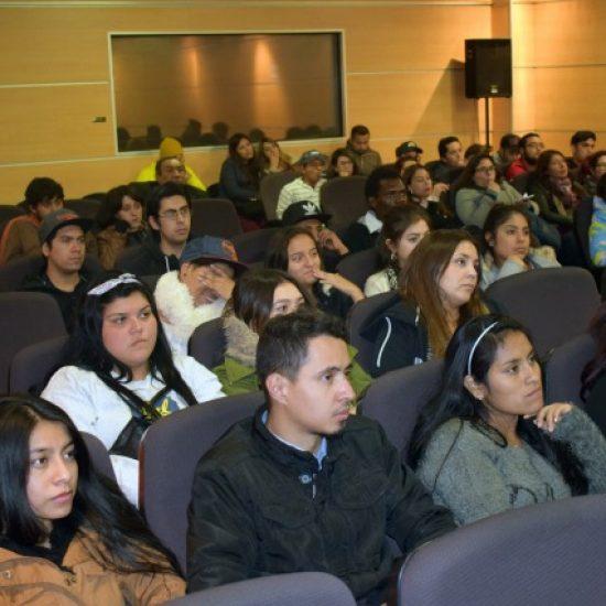 """Con gran concurrencia por parte de los estudiantes de la Escuela de Gestión y Finanzas se dictó charla sobre """"Inteligencia de Negocios"""""""