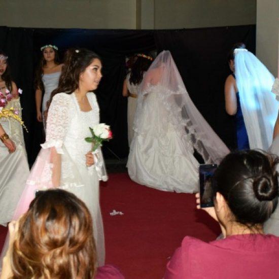 Estudiantes de Estética Integral organizaron desfile de novias en Los Leones
