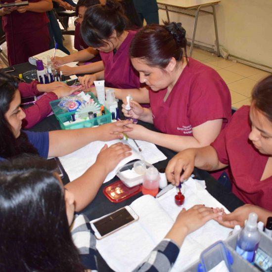 Escuela de Salud realizó feria para fomentar prácticas y hábitos saludables entre la comunidad de Los Leones