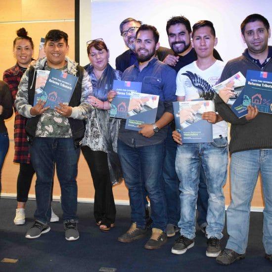 Ministerio de Hacienda realizó importante donación de libros sobre la Reforma Tributaria al IPLL