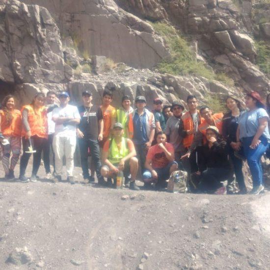 Estudiantes de Técnico en Minería y Técnico en Geología visitaron San José de Maipo para hacer estudios en terreno