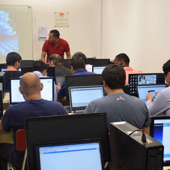 Estudiantes, docentes y funcionarios del área informática se capacitaron en la Academia CISCO del IPLL