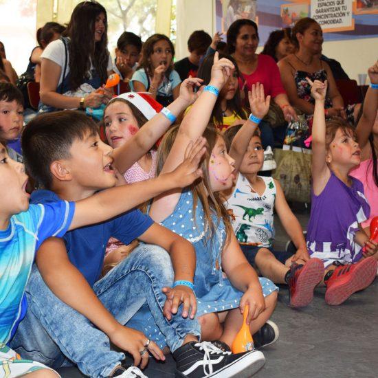 Escuela de Educación y Ciencias Sociales celebró la Navidad junto a los niños y niñas de la Fundación En Marcha